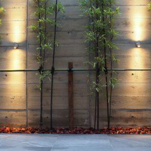 杉板型枠を利用したコンクリート壁 黒竹と坪庭