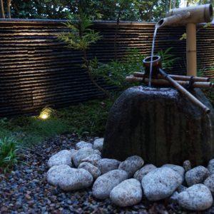 光と和の設え 石壁の坪庭