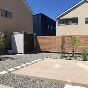 やさしい色合いの空間でガーデニングが楽しめるお庭